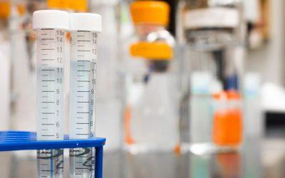 Indústria química: consultoria SAP para indústrias, pequenos recipientes representando um laboratório